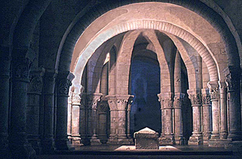 saintes-crypt-ls-tomb-vaul1